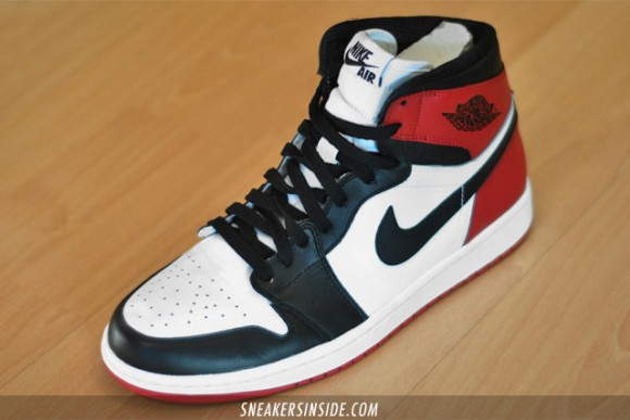 Air-Jordan-I-(1)-Retro-High-'Black-Toe'-2013-1