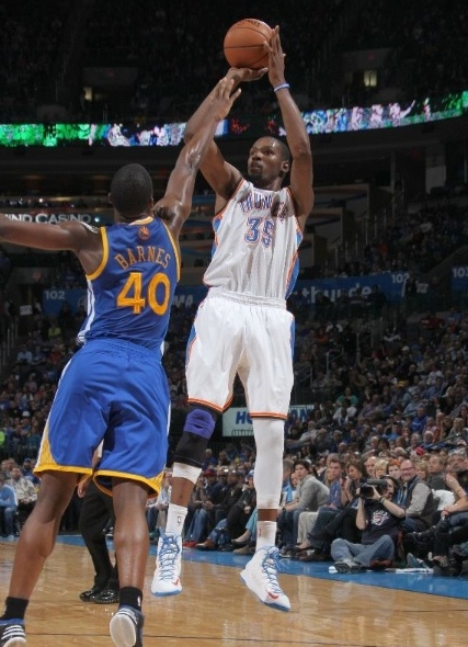 Kevin-Durant-gets-First-Triple-Double-in-Nike-KD-V-(5)-1