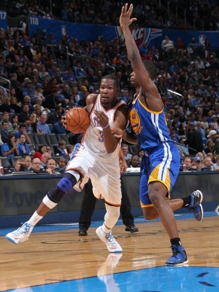 Kevin-Durant-gets-First-Triple-Double-in-Nike-KD-V-(5)-2