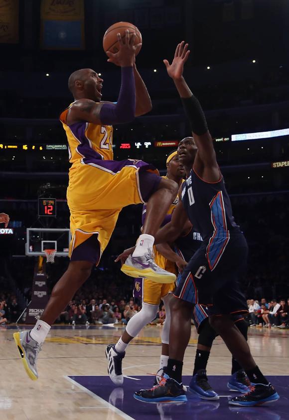 Kobe-Bryant-wears-Kobe-8-System-in-Grey-Purple-Gold-4