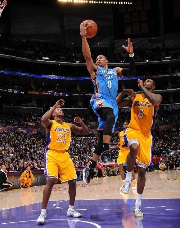 Russell-Westbrook-Beats-L.A.-in-Air-Jordan-II-(3)-Retro-P.E.-2