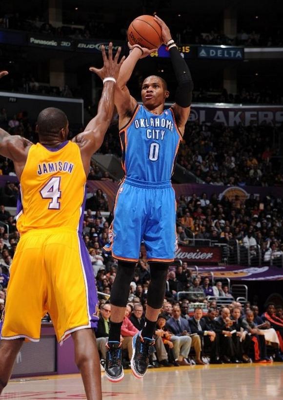 Russell-Westbrook-Beats-L.A.-in-Air-Jordan-II-(3)-Retro-P.E.-3