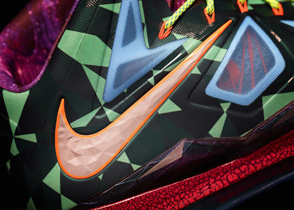 Nike-Marks-LeBron-James's-Most-Valuable-Player-Title-with-Nike-LeBron-X-Shoe-15