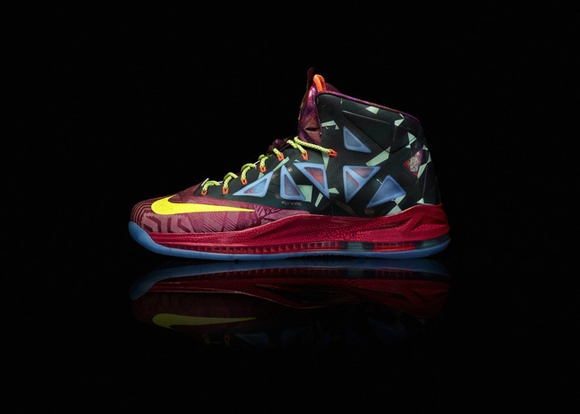 Nike-Marks-LeBron-James's-Most-Valuable-Player-Title-with-Nike-LeBron-X-Shoe-6