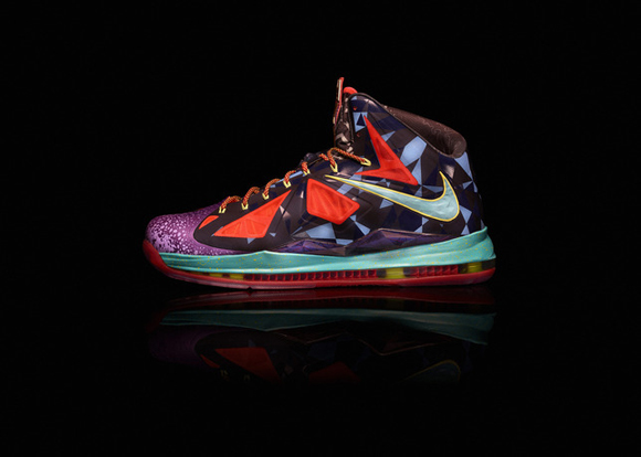 Nike-Marks-LeBron-James's-Most-Valuable-Player-Title-with-Nike-LeBron-X-Shoe-8