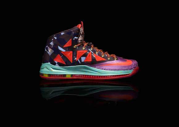 Nike-Marks-LeBron-James's-Most-Valuable-Player-Title-with-Nike-LeBron-X-Shoe-9