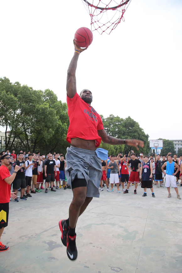 LEBRON JAMES VISITS PHILIPPINES FOR FIRST TIME ON NIKE BASKETBALL TOUR 6