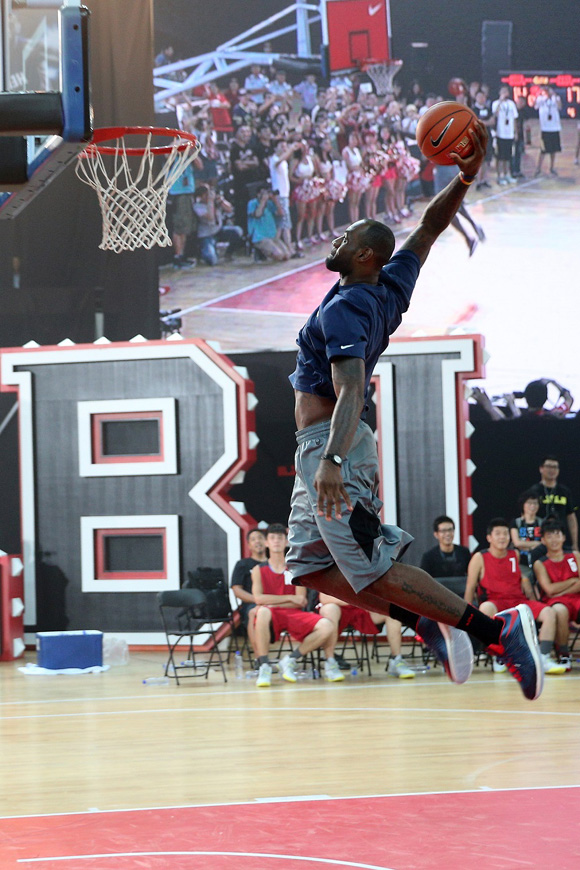 LEBRON JAMES VISITS PHILIPPINES FOR FIRST TIME ON NIKE BASKETBALL TOUR 7