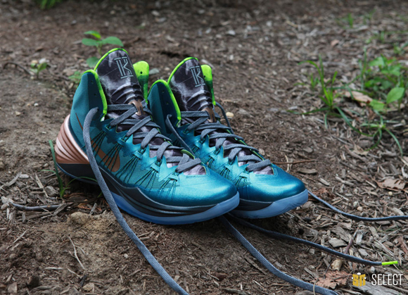 Nike Hyperdunk 2013 Kyrie Erving PE - Up Close & Personal 3