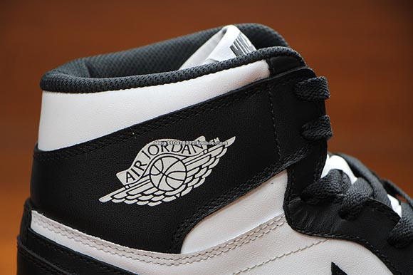 Air Jordan 1 Retro High OG Black White – Detailed Images 3