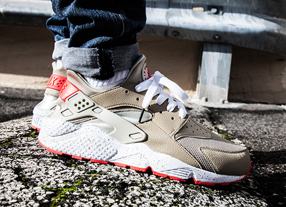 Nike Air Huarache Light Beige Laser Crimson Weartesters