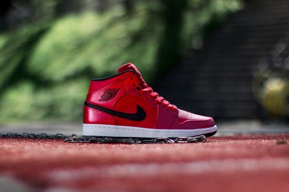 Air Jordan 1 Retro Mid – Gym Red:Black – Detailed Look-1