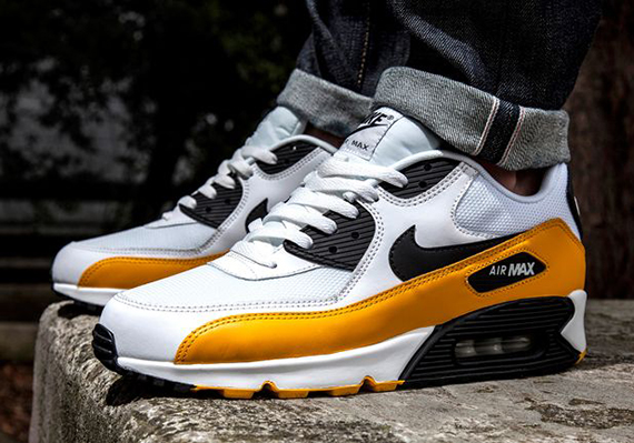 Nike Air Max 90 'University Gold' 1