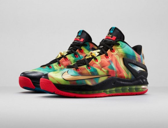 Lebron-Hunt_Low_3qtrPair_30047_FB-800×613-580×444