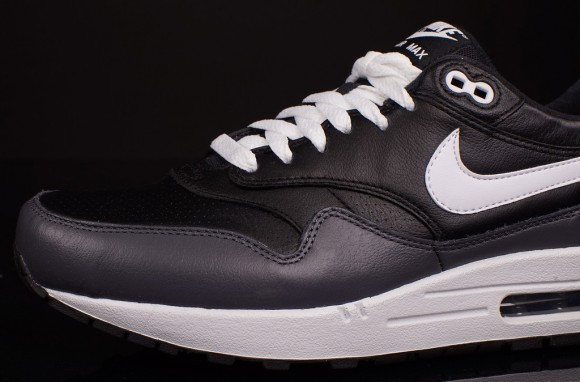 Nike Air Max 1 Black LTR - Quick Look 2