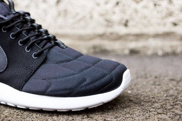 Nike Roshe Run Mid Black: Dark Grey 5