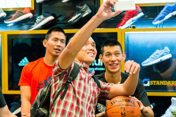 Jeremy Lin Meets Fans at Culver City Foot Locker 3