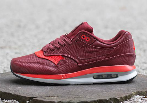nike-air-max-lunar1-deluxe-team-red-challenge-red-01