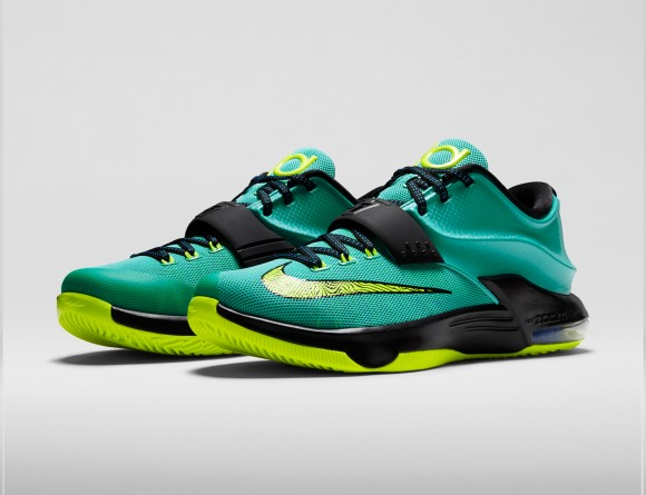 KD7-Uprising-653996_370_3QtrPair_FB_original