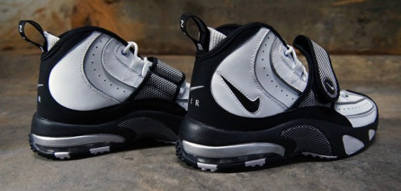 Nike-Air-Max-Pro-Streak-White-Black-Silver-3