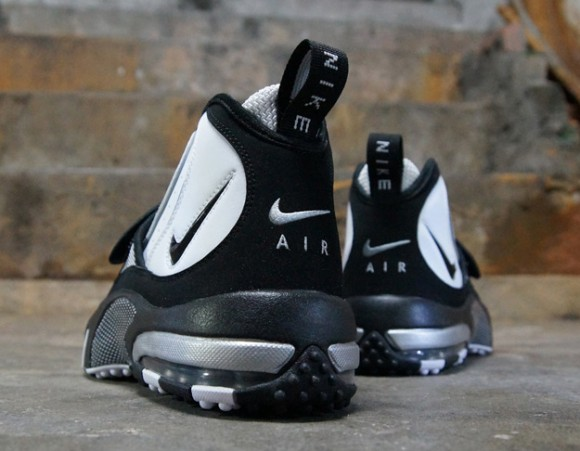 Nike-Air-Max-Pro-Streak-White-Black-Silver-4