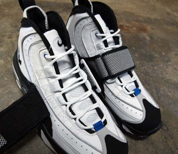 Nike-Air-Max-Pro-Streak-White-Black-Silver-8