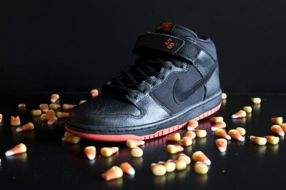 """Nike SB Dunk Mid """"Halloween"""""""