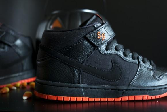 """Nike SB Dunk Mid """"Halloween""""4"""