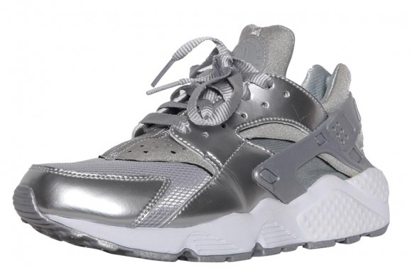 Nike Air Huarache 'Metallic Silver' – Available Now2