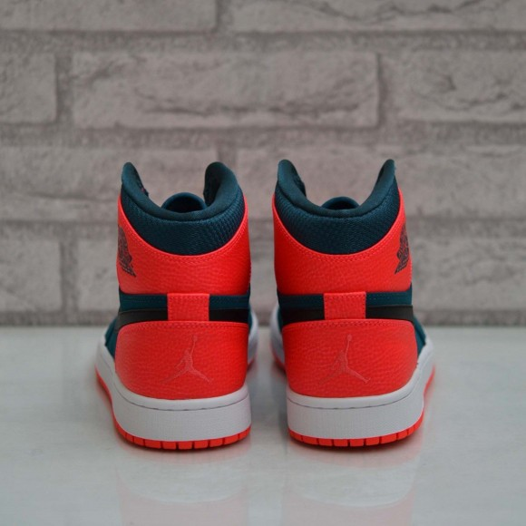 Air Jordan 1 Retro High 'Russell Westbrook' – Another Look3