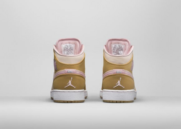 Air Jordan 1 Retro 'Hare' & 'Lola' - Official Look 9
