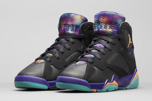 Air Jordan 7 Retro 'Lola Bunny' detailed