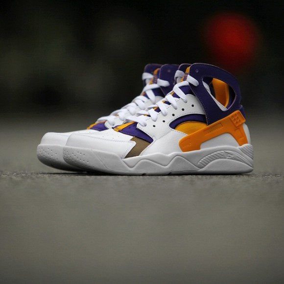 nike-air-flight-huarache-kobe-bryant-lakers-white-home-01