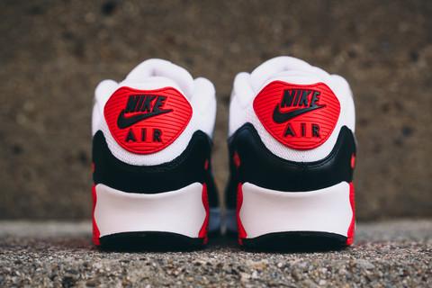 2015 Nike Air Max 90 'Infrared' heel WearTesters