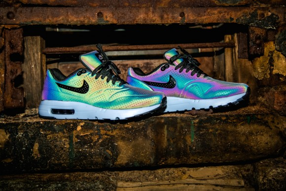 Air Max 90 Ultra Moire Holographic Iridescent Review
