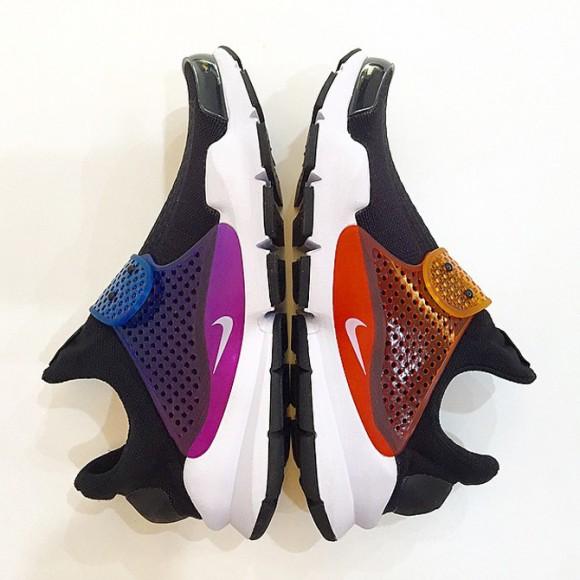 Nike Sock Dart Be True outside