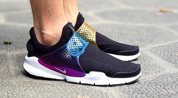 nike sock dart be true rainbow on foot