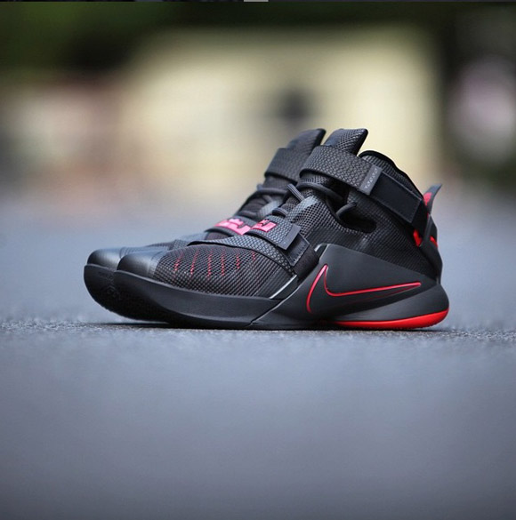 Detailed Look At The Nike Zoom Soldier IX (9) In Black Red 1