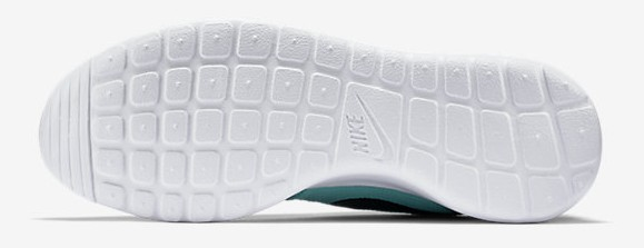Nike Roshe One tiffany outsole bottoms