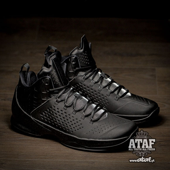 The Jordan Melo M11 Finally Gets Murdered Out 4