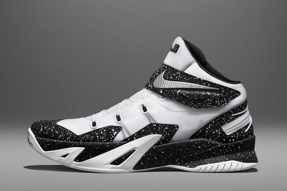 Nike LeBron Zoom Soldier 8 FLYEASE - 3