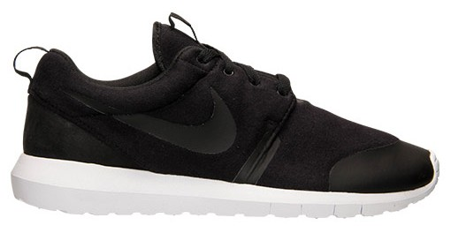 a nike tech fleece black roshe run