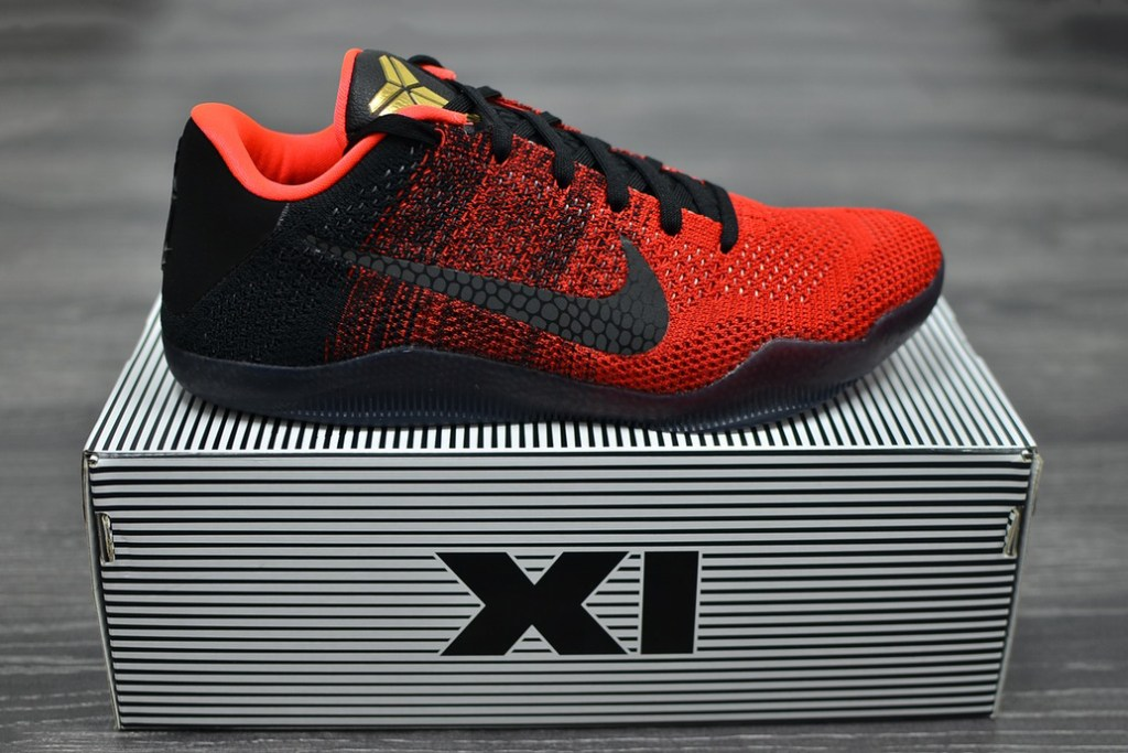 Nike Kobe 11 'Achilles Heel' in hand with box