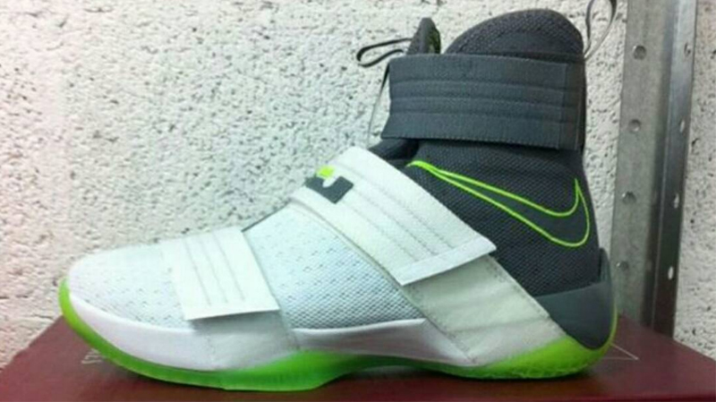 Dunkman Returns on the Nike Zoom Soldier 10 1