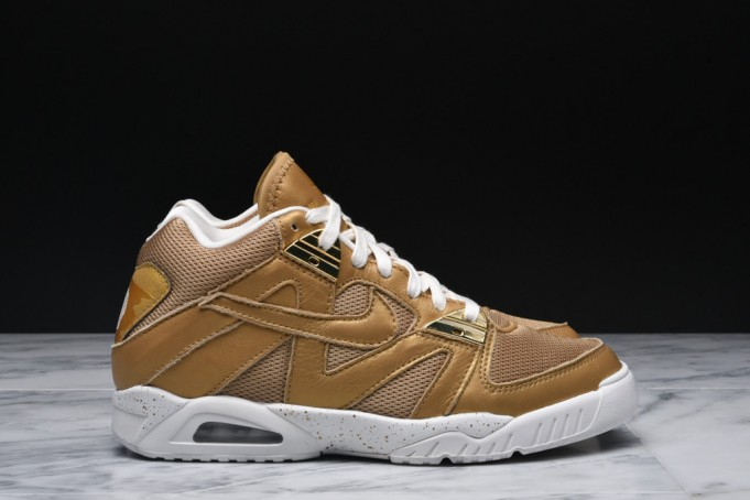 Nike-Air-Tech-Challenge-3-Metallic-Gold-1-681x454