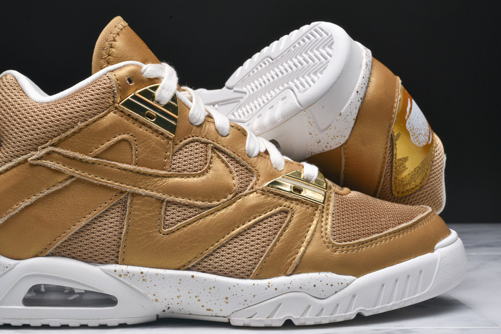 Nike-Air-Tech-Challenge-3-Metallic-Gold-4