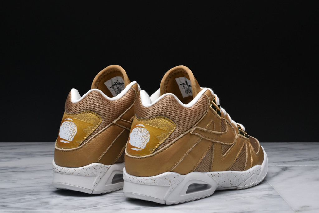 Nike Air Tech Challenge 3 'Wimbledon' metallic gold heel view