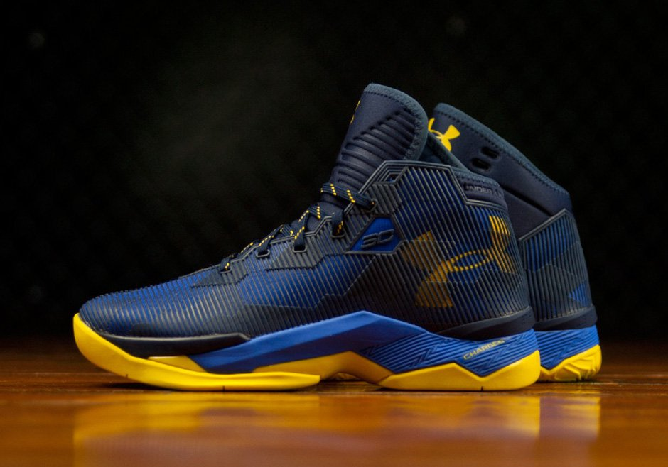 Under Armour Curry 2.5 'Dub Nation' side