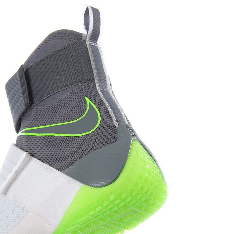 Get Up Close and Personal with the Nike LeBron Soldier X (10) 'Dunkman' 4