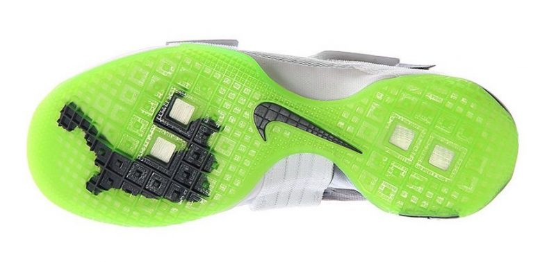 Get Up Close and Personal with the Nike LeBron Soldier X (10) 'Dunkman' 7